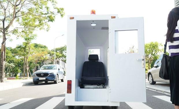 Da Nang's university makes cabin to transport COVID-19 patients