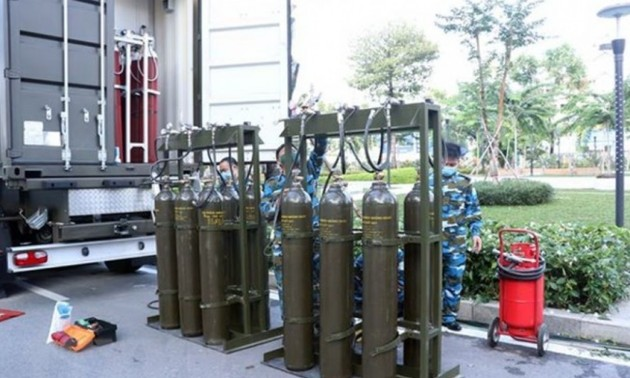Military forces set up mobile oxygen production stations in HCM City