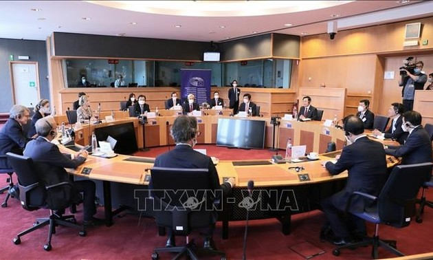 National Assembly Chairman Vuong Dinh Hue wraps up his trip to Europe and attending WCSP5
