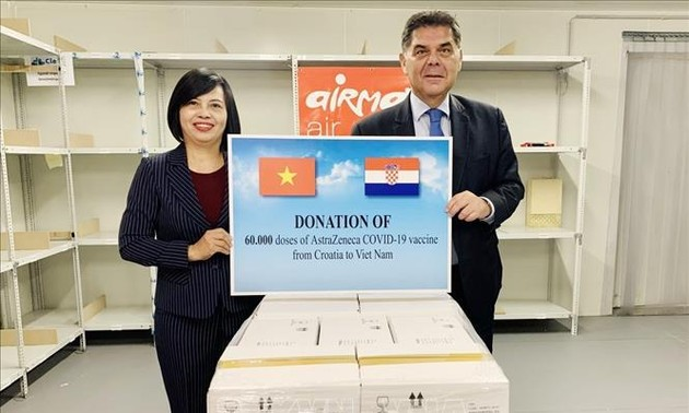 Hungary, Croatia provide Vietnam with COVID-19 vaccine