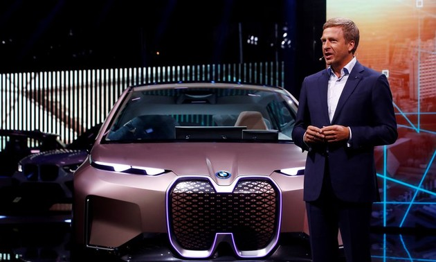 BMW ready for any ban on fossil fuel-burning cars from 2030, CEO says