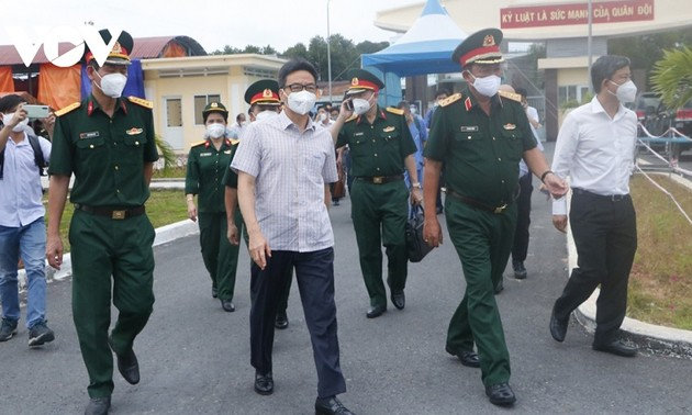 Вице-премьер Ву Дык Дам проверил профилактическую работу в провинции Биньзыонг