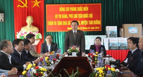 Phó Chủ tịch Quốc hội Phùng Quốc Hiển thăm và tặng quà Tết tại tỉnh Lai Châu