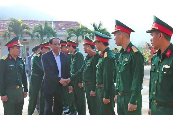 Các địa phương tổ chức thăm và trao quà Tết đến cán bộ, chiến sĩ và nhân dân