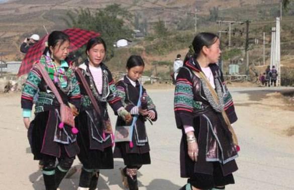 Đặc trưng trang phục của phụ nữ dân tộc Mông Trắng, Hà Giang
