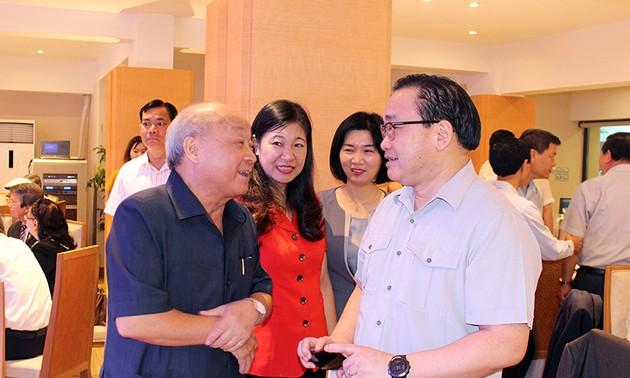 Hà Nội gặp mặt văn nghệ sĩ, trí thức tiêu biểu