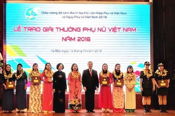 16 tập thể, cá nhân nhận Giải thưởng Phụ nữ Việt Nam