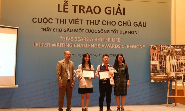 Trao giải Cuộc thi viết thư Hãy cho Gấu cuộc sống tốt đẹp hơn