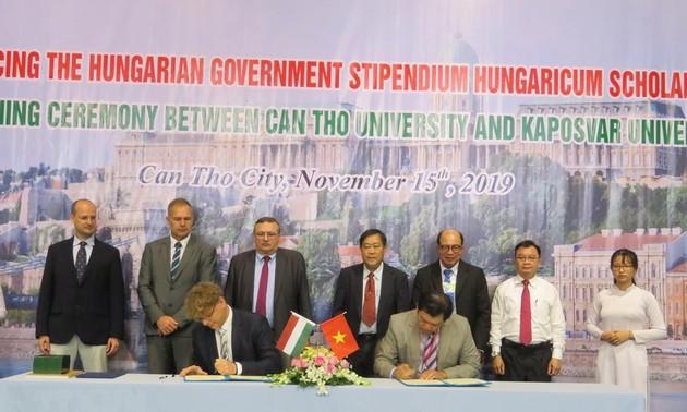 Cần Thơ ký thúc đẩy hợp tác với Hungary trong lĩnh vực giáo dục