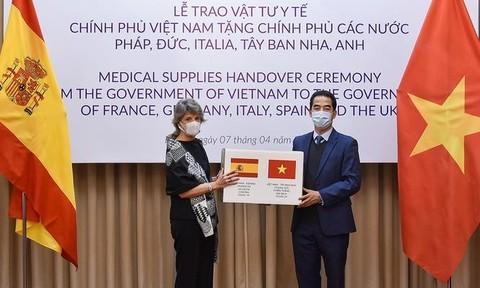 Việt Nam tặng khẩu trang cho 5 nước châu Âu