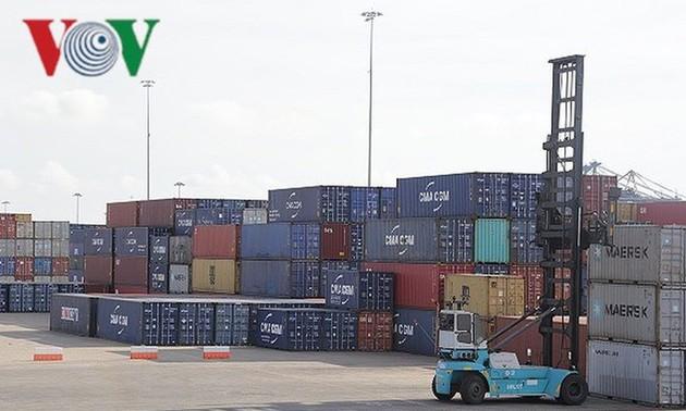 Việt Nam xuất siêu gần 2 tỷ USD trong 5 tháng đầu năm 2020