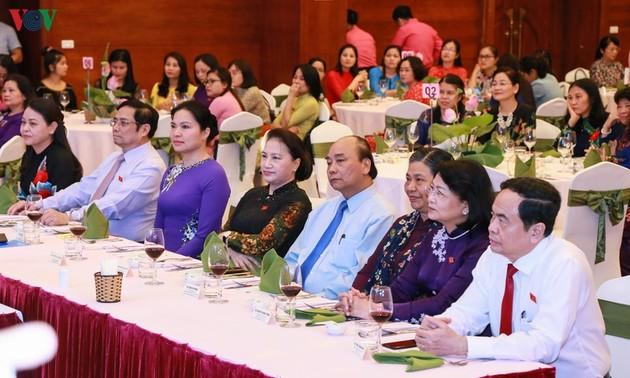 Thủ tướng, Chủ tịch Quốc hội dự buổi gặp mặt nữ Đại biểu Quốc hội khóa 14