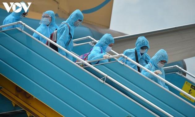 Dịch COVID-19: Hai chuyến bay đầu tiên chở du khách mắc kẹt ở Đà Nẵng
