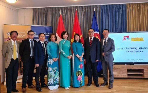 Đại sứ quán Việt Nam tại Thụy Sĩ, Singapore kỷ niệm 75 năm ngày Quốc khánh