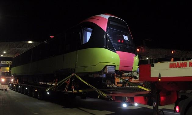 Tàu metro Nhổn – Ga Hà Nội về đến Thủ đô