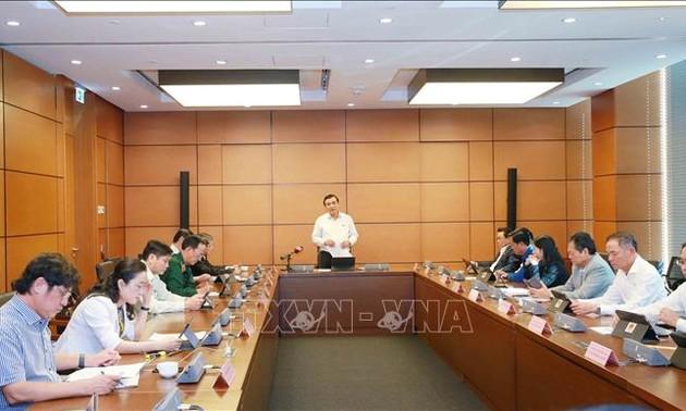 Đại biểu Quốc hội thảo luận về các dự thảo Văn kiện trình Đại hội XIII của Đảng