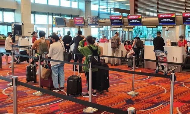 Đưa 240 công dân Việt Nam từ Singapore về nước