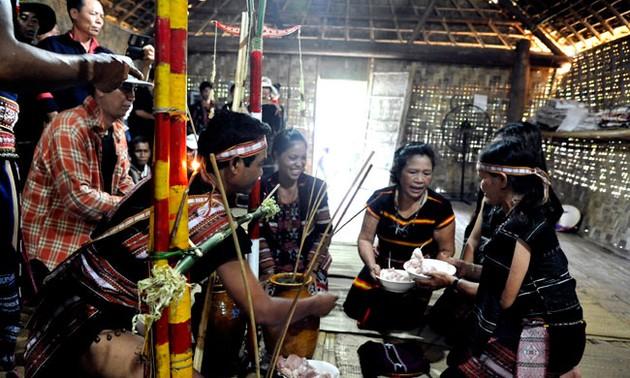 Lễ Tơ Mon thắm tình đoàn kết của người Ba Na ở Gia Lai