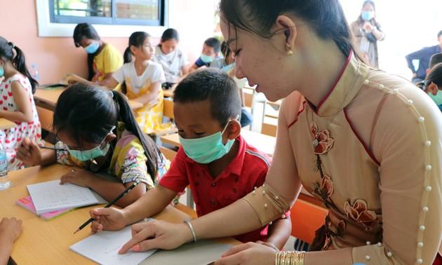 Gieo chữ  Việt trên đất nước chùa Tháp
