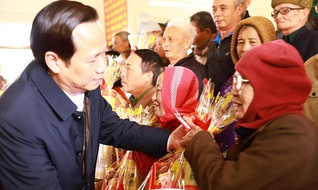 Bộ trưởng Bộ Lao động, Thương binh và Xã hội chúc Tết, tặng quà tại Đắk Lắk