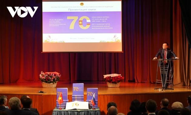 """Ra mắt cuốn sách """"70 năm chặng đường vẻ vang quan hệ Việt Nam-Nga"""""""