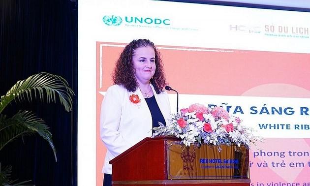 """Trưởng đại diện UN WOMEN tại Việt Nam: """"Tôi thích Áo dài nhiều như yêu mến phụ nữ Việt Nam vậy"""""""