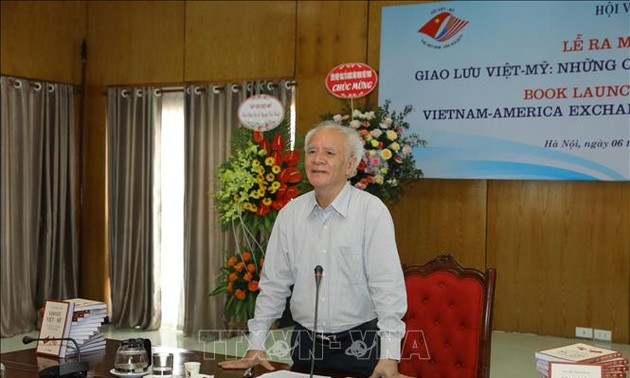 """Ra mắt sách """"Giao lưu Việt - Mỹ, Những câu chuyện trước năm 1946"""""""
