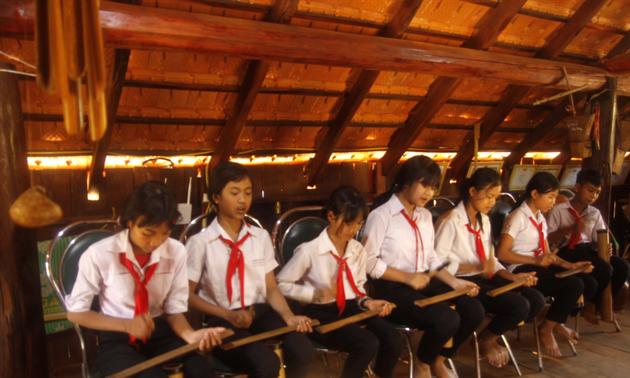 Bồi đắp tình yêu văn hóa truyền thống ở một ngôi trường vùng ven