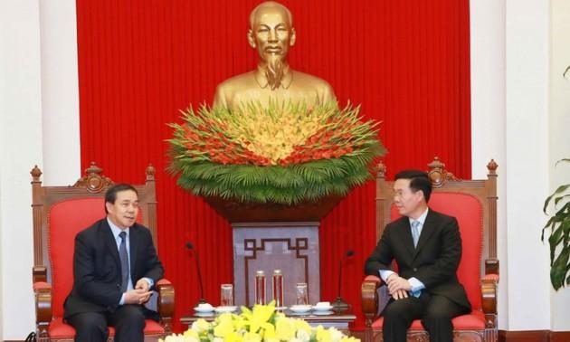 Việt Nam sẵn sàng chia sẻ, hỗ trợ Lào khắc phục khó khăn trong chống dịch COVID-19  