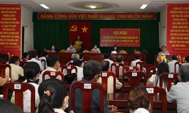 Ông Trần Thanh Mẫn tiến hành tiếp xúc cử tri, vận động bầu cử tại Hậu Giang