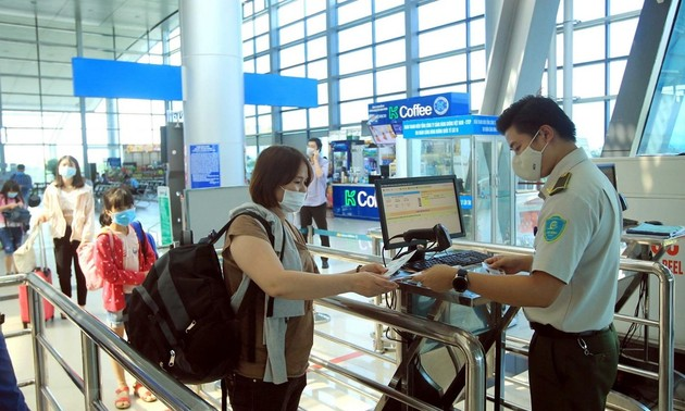 Hàng không yêu cầu sử dụng QR Code khai báo y tế phòng, chống dịch