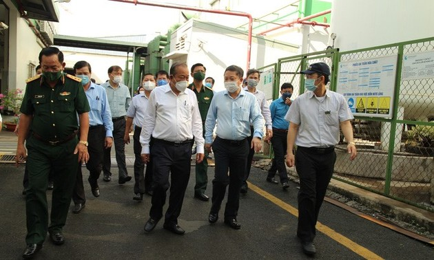 Phó Thủ tướng Thường trực Trương Hòa Bình kiểm tra công tác phòng, chống dịch tại Thành phố Hồ Chí Minh