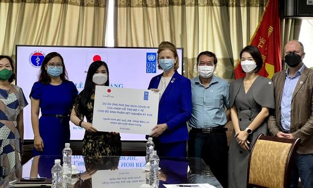 UNDP cung cấp hơn 1500 bộ sinh phẩm xét nghiệm RT PCR cho Việt Nam