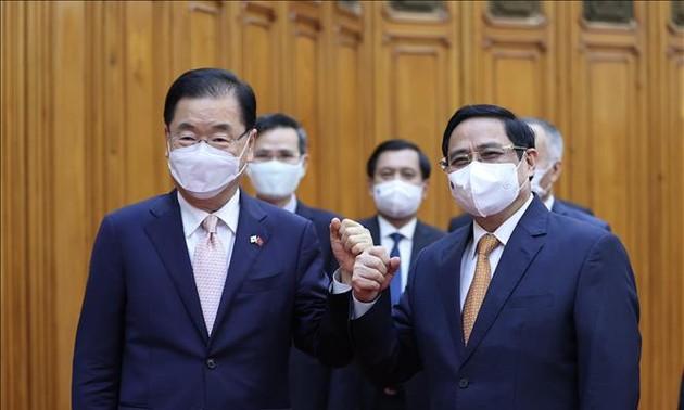 Việt Nam đề nghị Hàn Quốc dành ưu tiên hỗ trợ cung cấp vaccine COVID-19