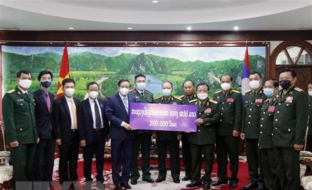 Bộ Quốc phòng Lào ủng hộ 200.000 USD cho Quỹ phòng chống COVID-19 của Việt Nam
