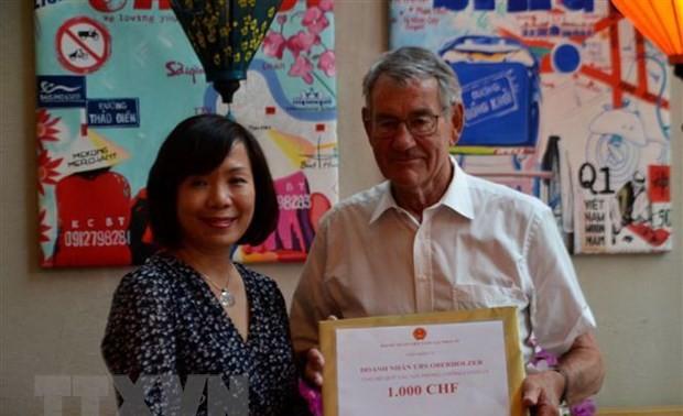 Cộng đồng Việt Nam và doanh nghiệp tại Thụy Sĩ đóng góp cho Quỹ phòng, chống dịch COVID-19
