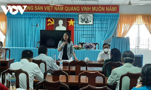 Phó Chủ tịch nước Võ Thị Ánh Xuân thăm, tặng quà tại tỉnh Tiền Giang