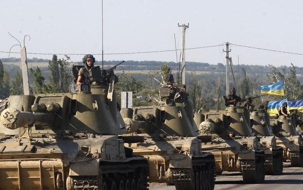 Армия Украины начинает отвод вооружений из зоны безопасности