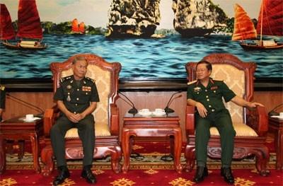 Замминистра обороны Вьетнама принял камбоджийскую делегацию
