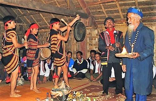 Народность кор ежегодно проводит ритуал, посвященный собранному урожаю
