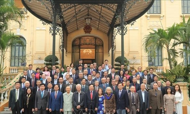 Партийная работа за рубежом: 60 лет по славному пути
