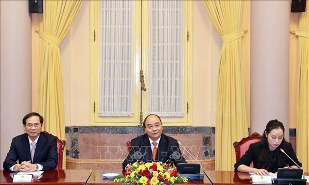 Президент Вьетнама Нгуен Суан Фук принял послов и поверенных в делах стран АСЕАН в Ханое
