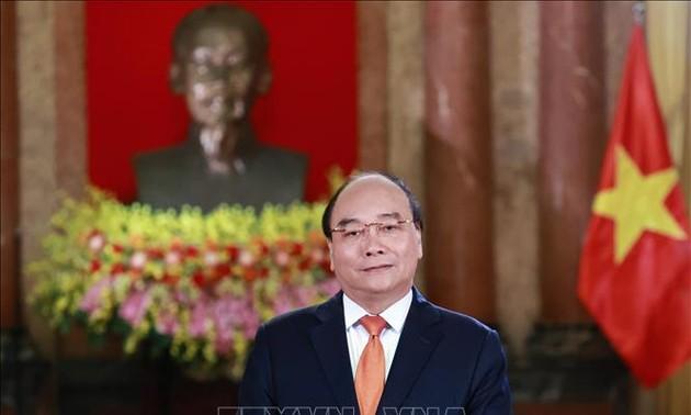 Президент Нгуен Суан Фук направил поздравительное письмо соотечественникам по случаю 75-й годовщины Вьетнамского дня борьбы со стихийными бедствиями