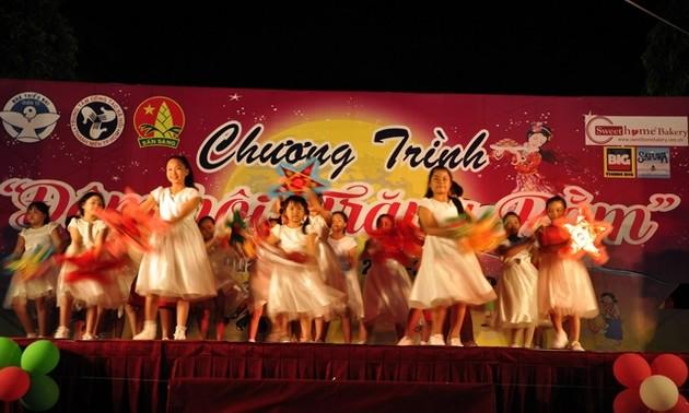 Từng bừng lễ hội Trung Thu 2015 ở các địa phương trong cả nước