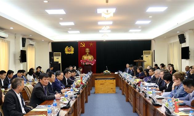 Đảm bảo môi trường đầu tư tốt nhất để các nhà đầu tư nước ngoài phát triển tại Việt Nam