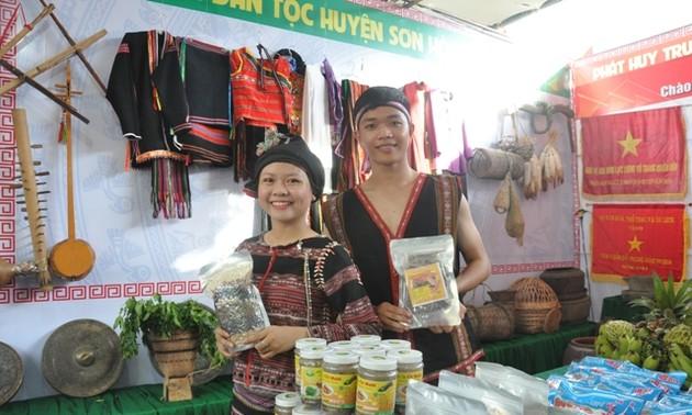 Triển lãm thành tựu kinh tế-xã hội nhân 30 năm tái lập tỉnh Phú Yên