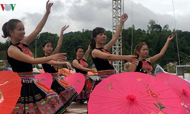 Đồng bào các dân tộc Lai Châu vui tết Độc Lập