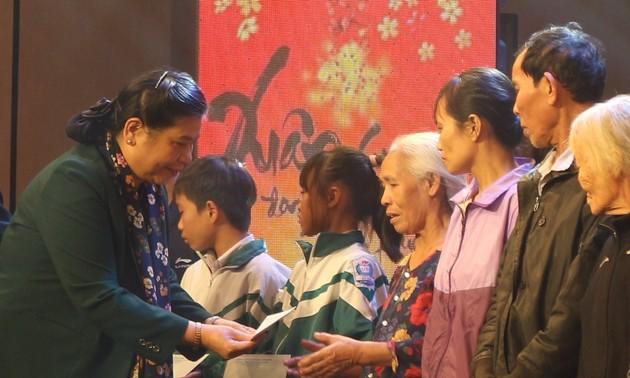 """Phó Chủ tịch Thường trực Quốc hội Tòng Thị Phóng dự chương trình """"Tết vì người nghèo 2020"""" tại Hà Tĩnh"""