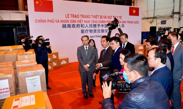 Việt Nam trao tặng trang thiết bị, vật tư, y tế giúp Trung Quốc phòng chống dịch nCoV