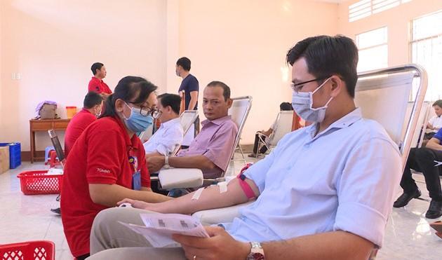 Toàn dân tham gia hiến máu vì một xã hội khỏe mạnh, nhân văn